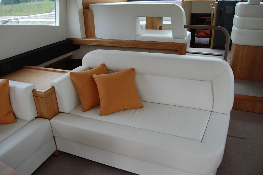 Munari divani interni per imbarcazione arredamento for Tappezzeria per divani